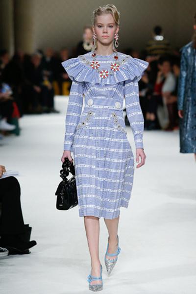 Неделя моды в Париже: показ Miu Miu pret-a-porter осень-зима 2015/16 | галерея [1] фото [3]