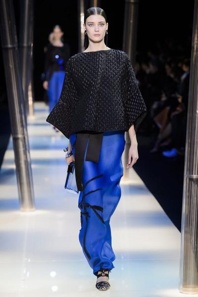 На Неделе высокой моды в Париже прошел юбилейный показ Giorgio Armani Prive | галерея [2] фото [6]