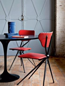 «Я обожаю эти стулья 1950 — 1960-х годов. Они преисполнены юмора, с этой их смещенной по оси конструкцией и внешностью «трехногой утки». Они выражают такое свойственное человеку желание все время искать, все время изобретать что-то новое. Именно это мне нравится и в мебели, и в одежде», — комментирует Дрис ван Нотен. Стол «Тюльпан», Ээро Сааринен (Knoll, 1956)