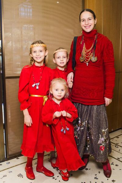 Звезды с детьми на новогодней елке Cartier | галерея [1] фото [6]