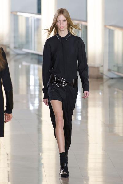 Показ Anthony Vaccarello на Неделе моды в Париже | галерея [2] фото [33]
