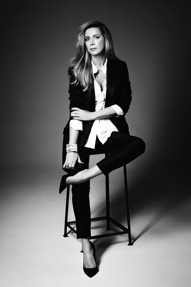 Жакет, Givenchy; рубашка, Van Laack; брюки, Maison Martin Margiela; туфли, Dior; браслет, Chanel