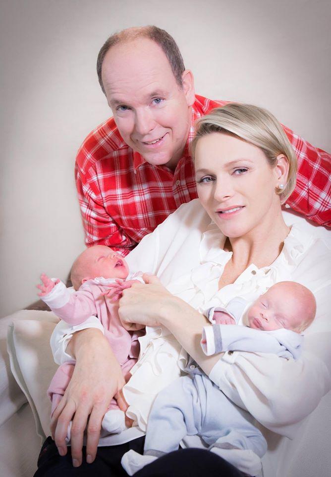 Князь Альбер II и принцесса Шарлен с детьми фото 4