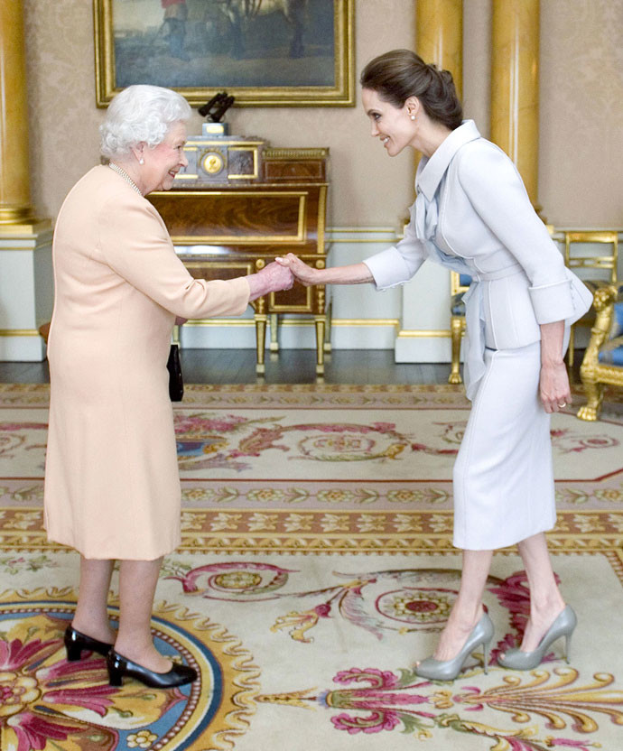 Елизавета Вторая и Анджелина Джоли