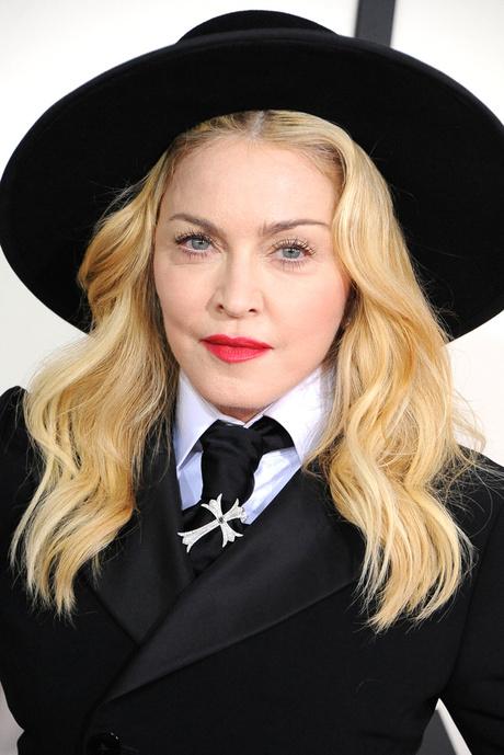 Мадонна на красной дорожке