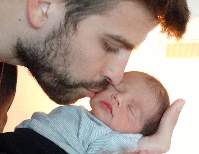 Жерар Пике с новорожденным сыном, 2013