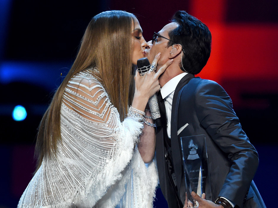 Фото дня: поцелуй Дженнифер Лопес с бывшим мужем