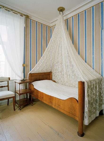 Фрагменты интерьера королевского замка Стьернсунд в Нэрке, середина XIX века.