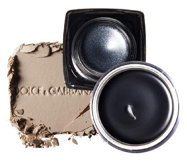Пудра The Illuminator, 3, Dolce & Gabbana, 2 933 руб.; гелевые тени-подводка Long-Wear Gel Sparkle, 2, Bobbi Brown, 1 760 руб.; водостойкие кремовые тени Aqua Cream, 27, Make Up For Ever, 1 190 руб.