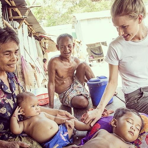рози хантингтон-уайтли в камбодже