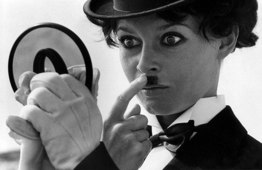 Бриджит Бардо в образе Чарли Чаплина