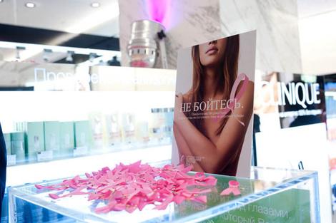 Коктейль в ЦУМе в честь 20-летия Кампании против рака груди
