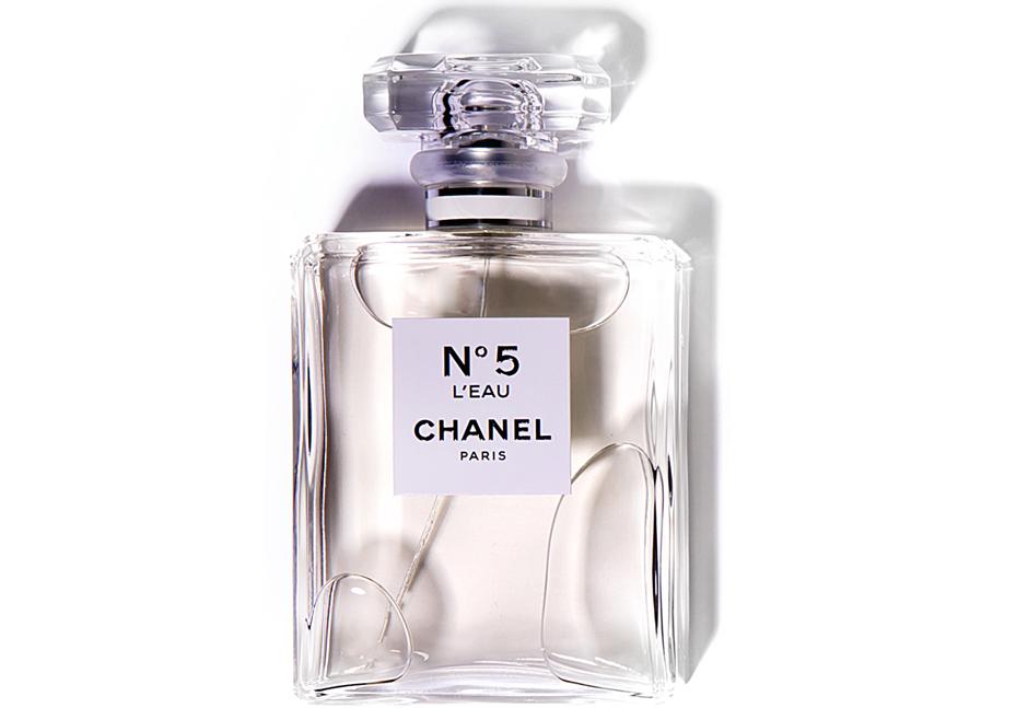 Дамасская роза и три вида цитрусовых в №5 L'Eau, Chanel, 11 033 руб.