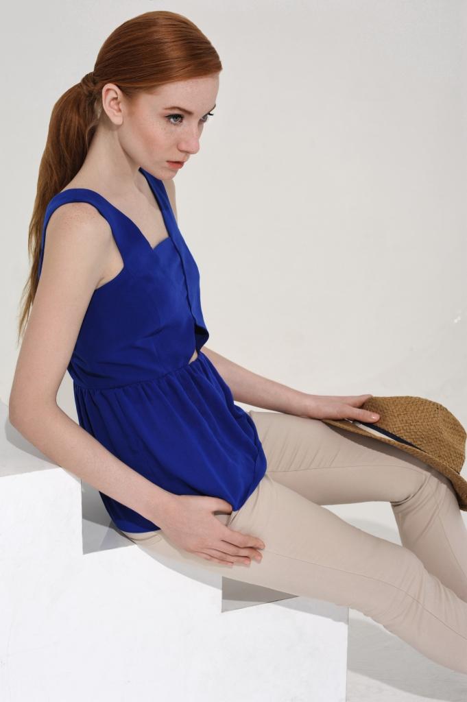 Топ - Zara; брюки - H&M; шляпа - Topshop