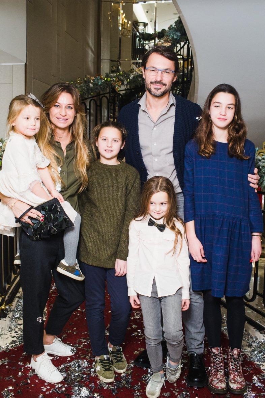 Звезды с детьми на новогодней елке Cartier