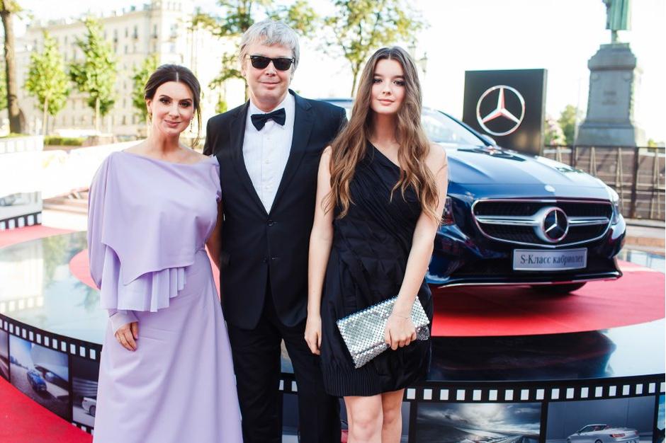 Знаменитости с кабриолетами Mercedes-Benz на ММКФ