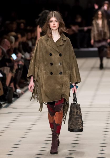 Показ Burberry Prorsum на Неделе моды в Лондоне | галерея [1] фото [24]