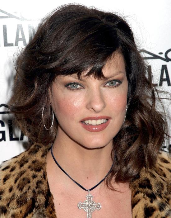 11 февраля 2004, презентация рекламной кампании помады Viva Glam V Lipstick и блеска для губ Lip Gloss от M.A.C., Нью-Йорк Линда Евангелиста