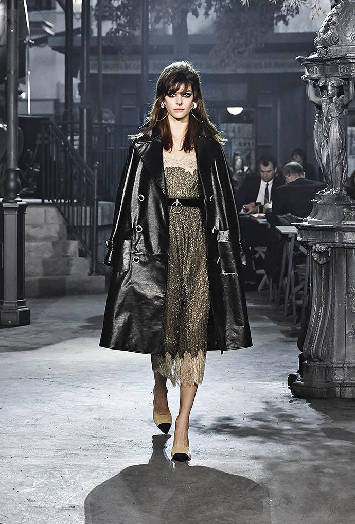 Внимание на экран: показ коллекции Chanel Métiers d'Art в Риме