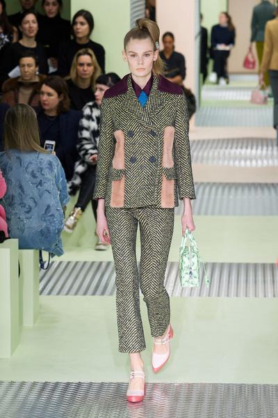 Показ Prada на Неделе моды в Милане | галерея [1] фото [32]