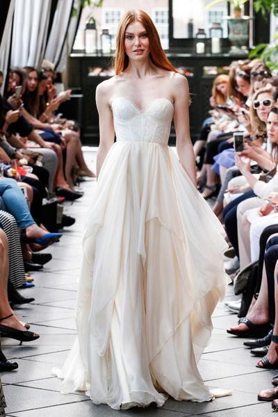 50 самых красивых платьев со Свадебной Недели Моды в Нью-Йорке | галерея [1] фото [12]