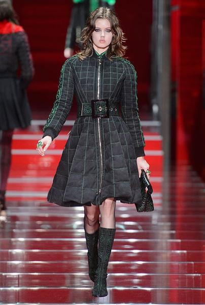 Показ Versace на Неделе моды в Милане | галерея [1] фото [8]