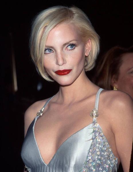 Тренд налицо: звездные блондинки с контрастными темными бровями | галерея [1] фото [6]