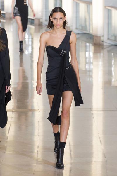 Показ Anthony Vaccarello на Неделе моды в Париже | галерея [2] фото [28]