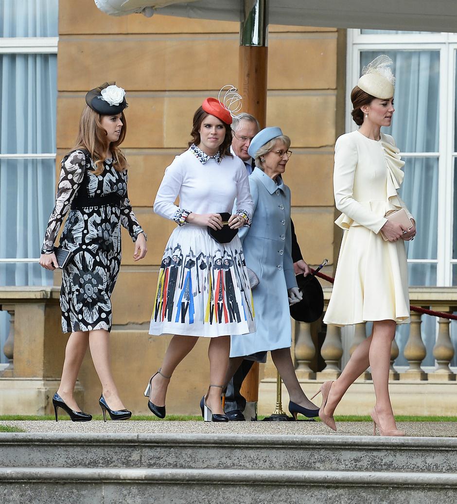 Принцессы Беатрис, Эжени и Кейт Миддлтон на вечере в саду Букингемского дворца