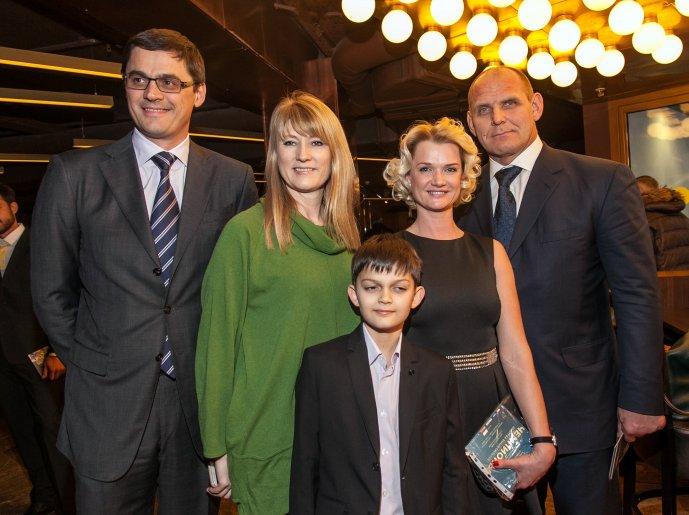 Александр Попов, Светлана Журова, Светлана Хоркина с сыном и Александр Карелин