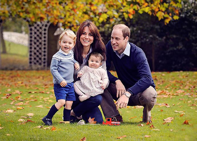 Принцесса Шарлотта с братом и родителями