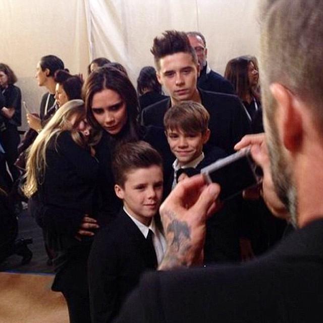 Виктория Бекхэм с детьми на показе Victoria Beckham
