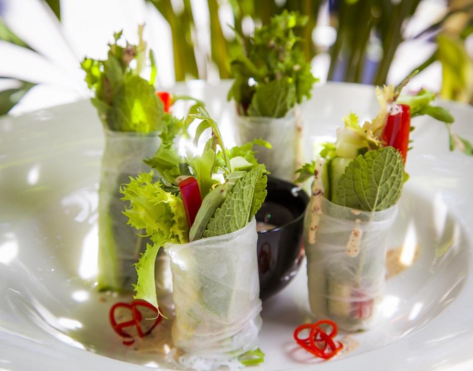 Овощные фреш-роллы с кунжутным соусом