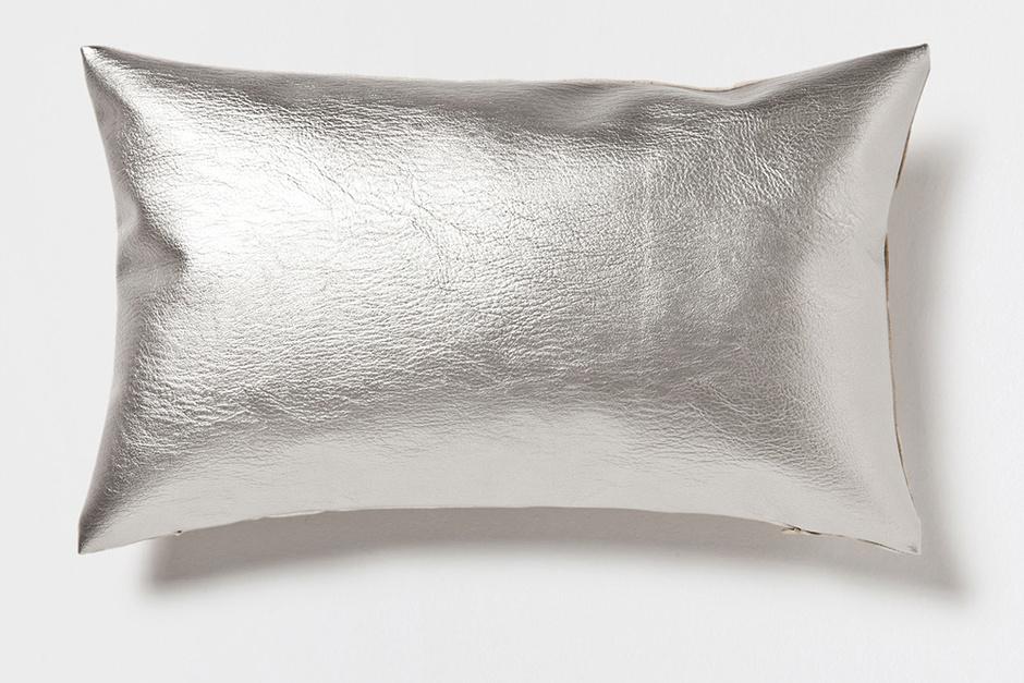 Подушка с металлизированным эффектом, Zara Home, магазины Zara Home
