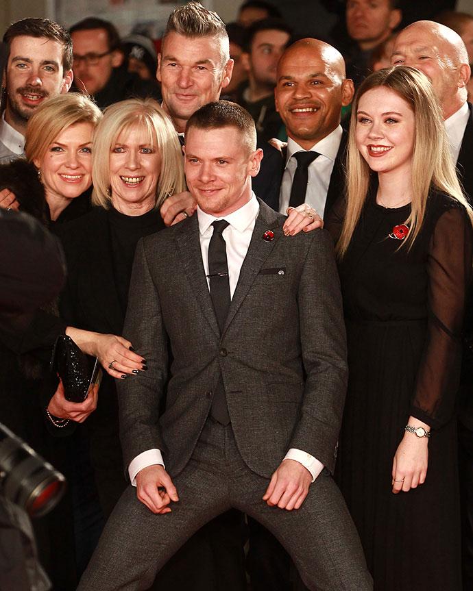 Джек О'Коннелл с семьей и близкими друзьями