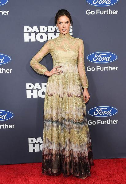 Звездный тренд: кружевные платья | галерея [1] фото [3]