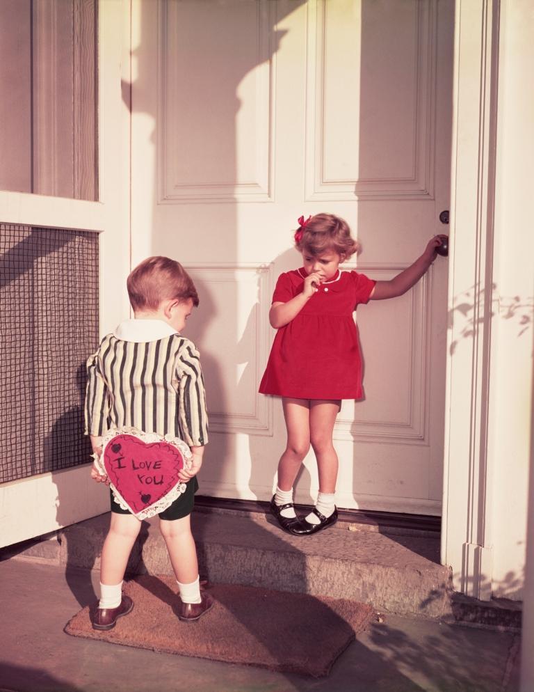 Дети выражают свои чувства искреннее и непосредственнее взрослых