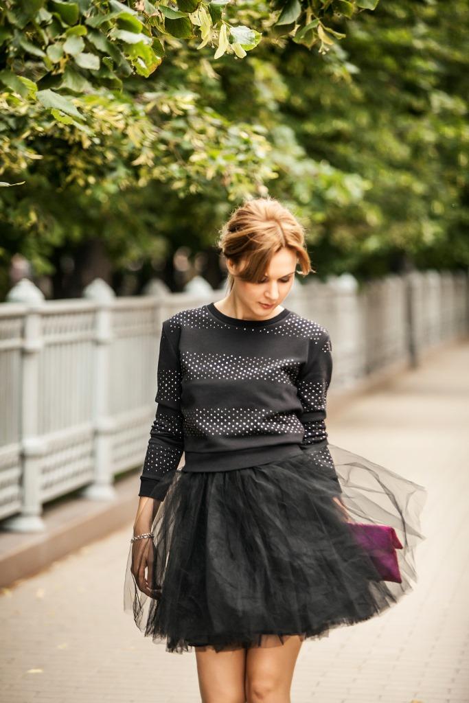 Толстовка - Juicy Couture; платье - Naf Naf; браслет - Tiffany & Co.