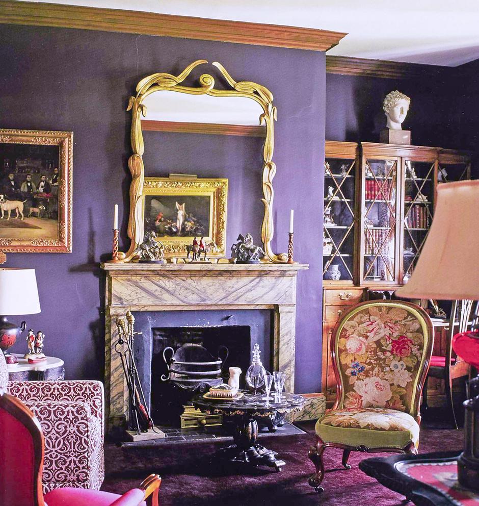Гостиная в доме Харви Лэдью в Мэриленде, конец 1940-х годов. Насыщенные темные цвета были визитной карточкой Болдуина.