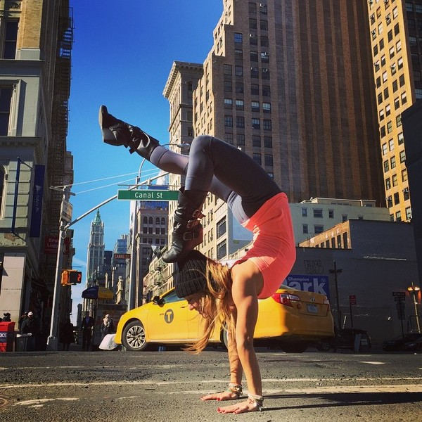 ВСТАЛА В ПОЗУ: 7 мотивирующих йога-аккаунтов | галерея [1] фото [6]