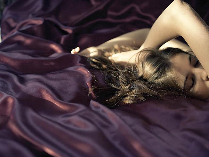 7 причин спать на шелке