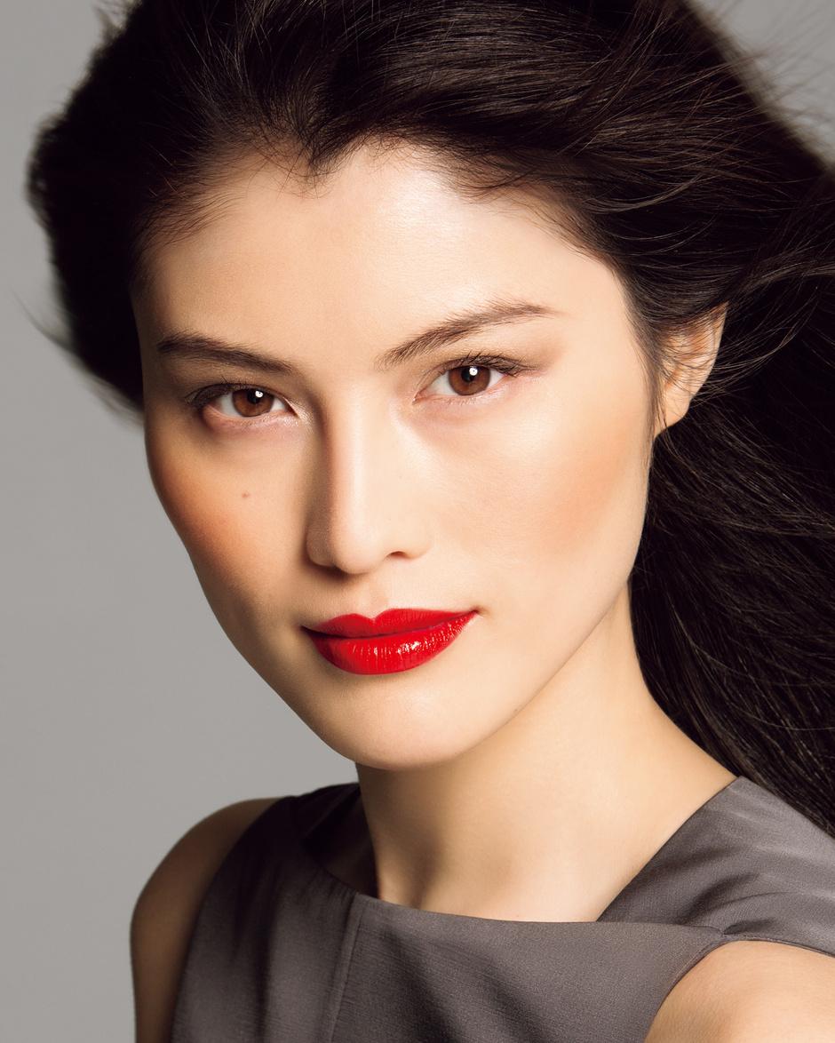 Помада-блеск для губ Lacquer Rouge от Shiseido