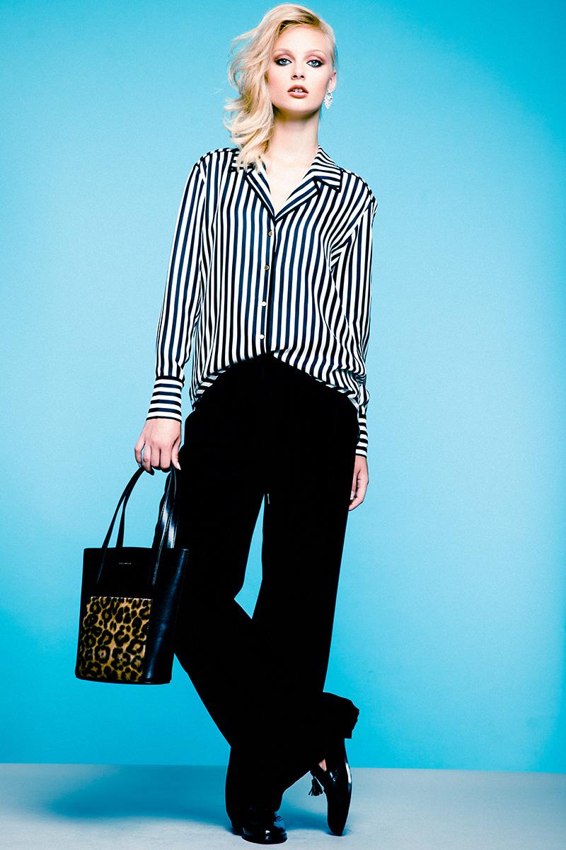 Блуза, Rachel Zoe, 15 150 руб.; брюки, Mexx, 3 999 руб.; ботинки, Alberto Guardiani, 22 500 руб.; сумка из кожи, Coccinelle, 17 550 руб.