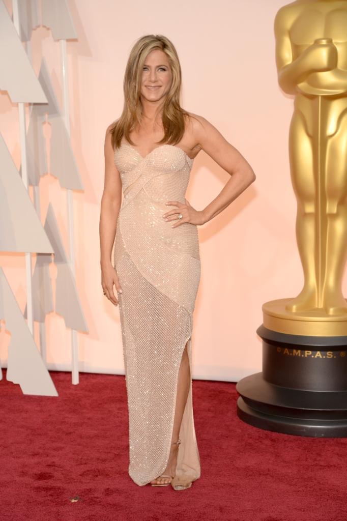 "Дженнифер Энистон в Versace на церемонии ""Оскар-2015"""