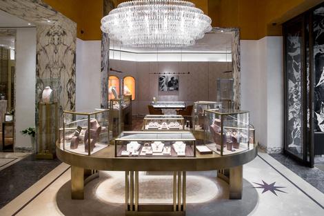 Из Рима с любовью: королевский подарок от BVLGARI для Москвы | галерея [1] фото [4]