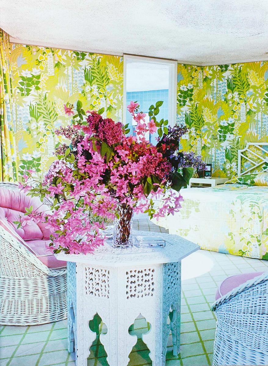 Восьмиугольная спальня в доме Фредерика Геста. Обои изготовлены на заказ по эскизу Болдуина.