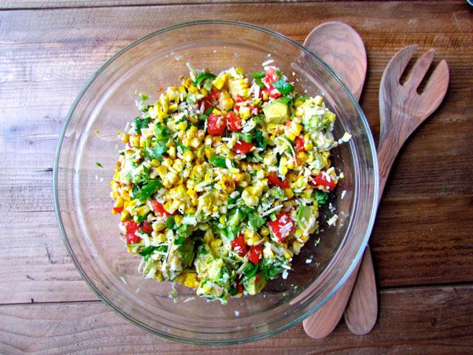 Мексиканский салат с кукурузой и легким йогуртом
