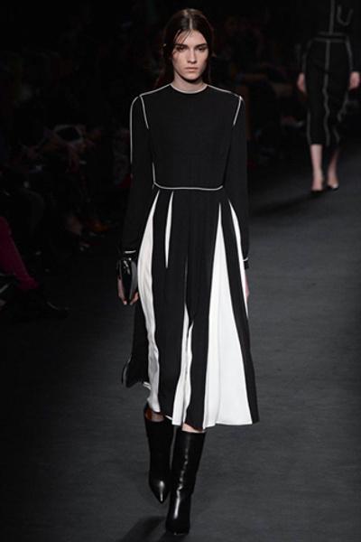 Неделя моды в Париже: показ Valentino ready-to-wear осень — зима 2015-2016 | галерея [1] фото [27]