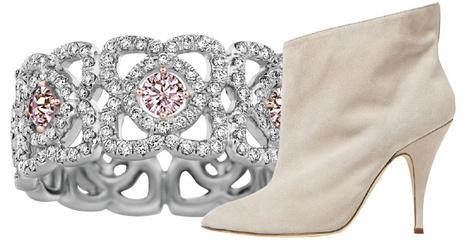 Кольцо Enchanted Lotus, De Beers, цена по запросу; ботильоны, Blumarine, 31 000 руб.