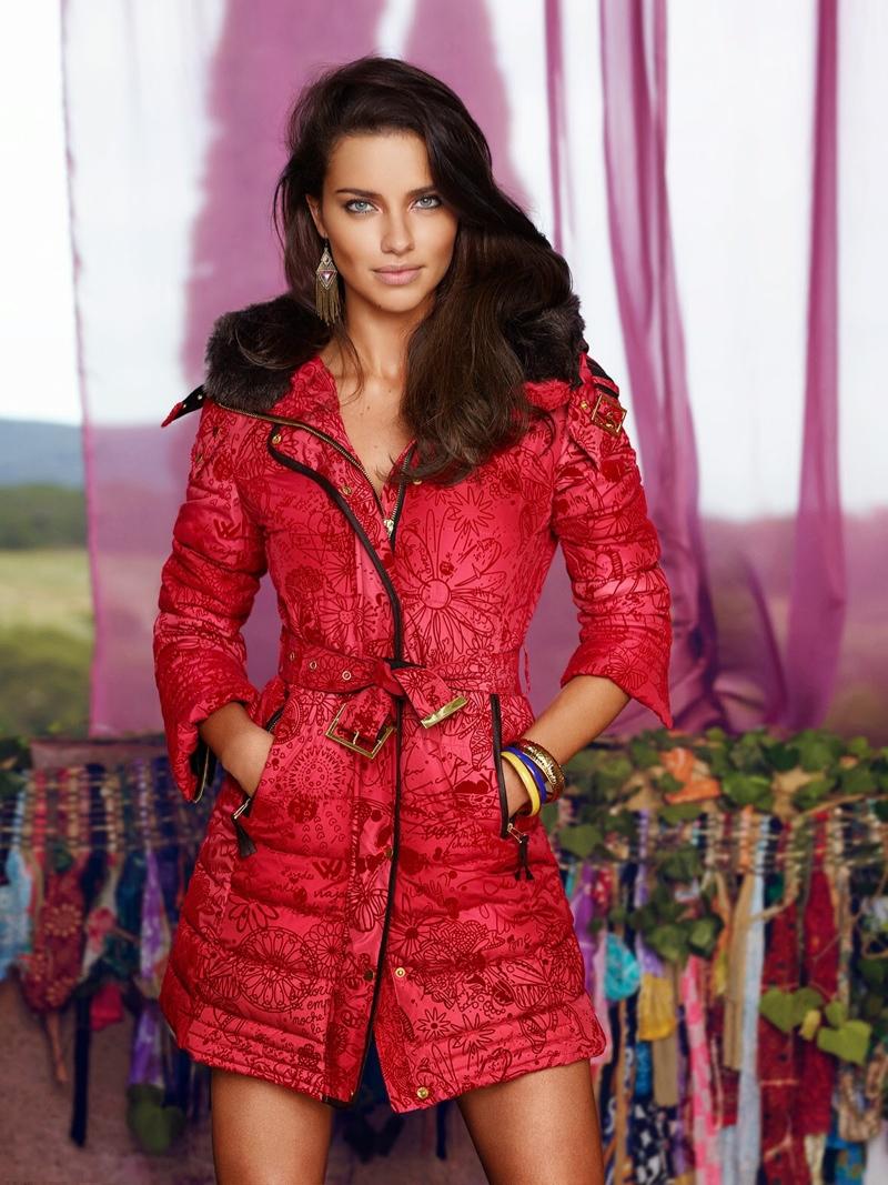 Адриана Лима рекламирует одежду Desigual